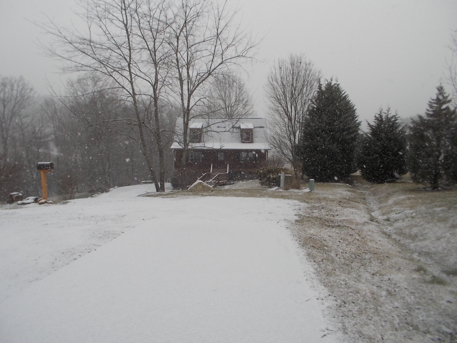 021216 Amy's house in snow.JPG