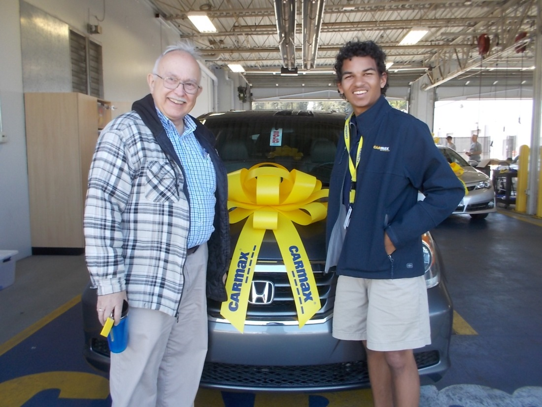 041617 John salesman Deven with the Honda.JPG