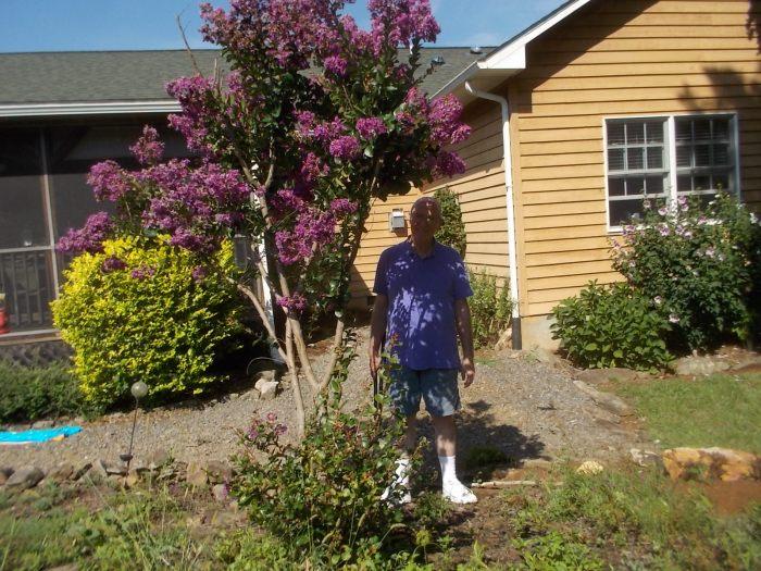 080616 Asst gardener hides in shade.jpg