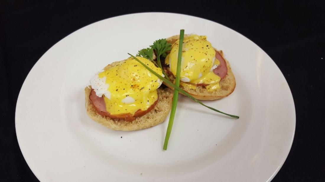 012417 N's Eggs Benedict.jpg