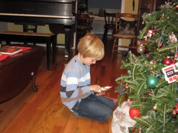 123117 Logan looks at gift