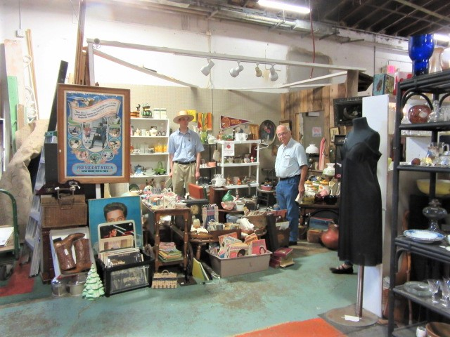 080618 N and JC at antique mall in Asheville.JPG