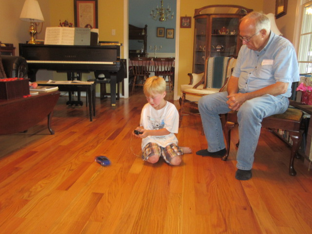 083018 Logan plays with radio controlled truck.JPG