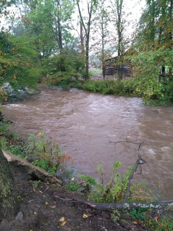 091618 Creek rising Hurricane Florence 1