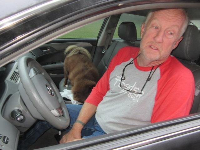 092018 Albert vacuums Bob's car.JPG