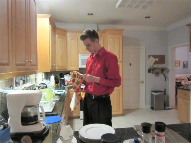 112418 Nathaniel does dishes.JPG