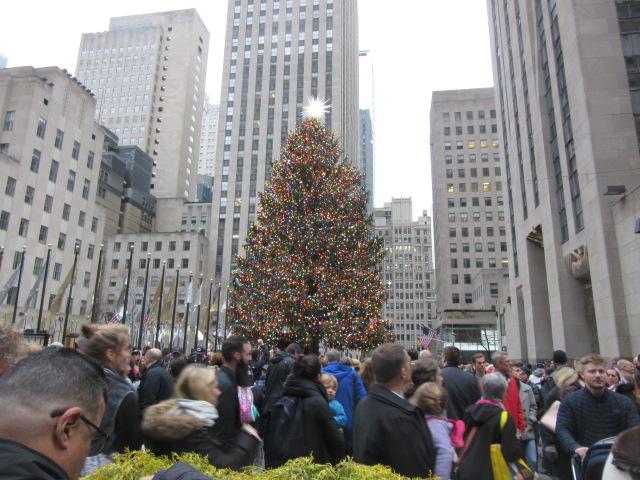 121518 Rockefeller tree, back side.JPG