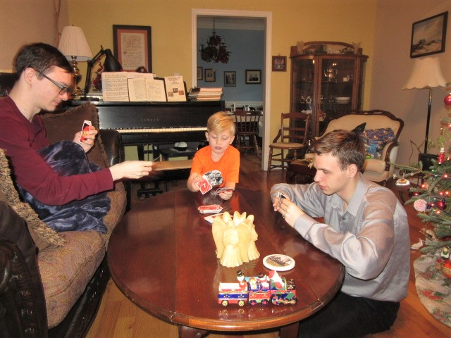 122618 David Logan Nate play Uno.JPG